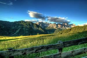 Alpen met blauwe lucht