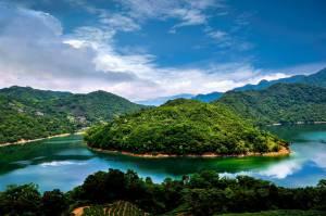 Landschap met blauw water